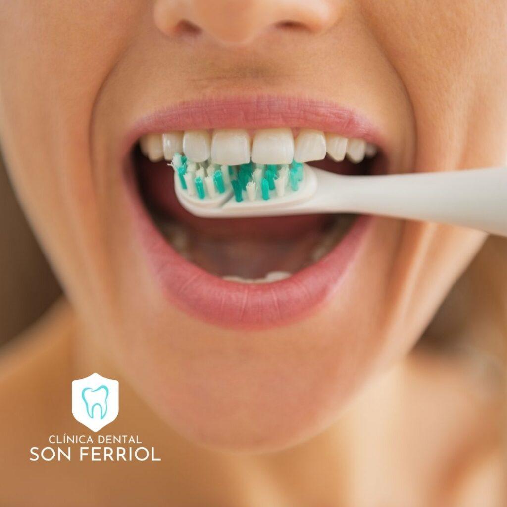 cepillarse mal los dientes